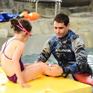 Accompagnement sur la mise en place de la nageoire pour les initiations sirènes